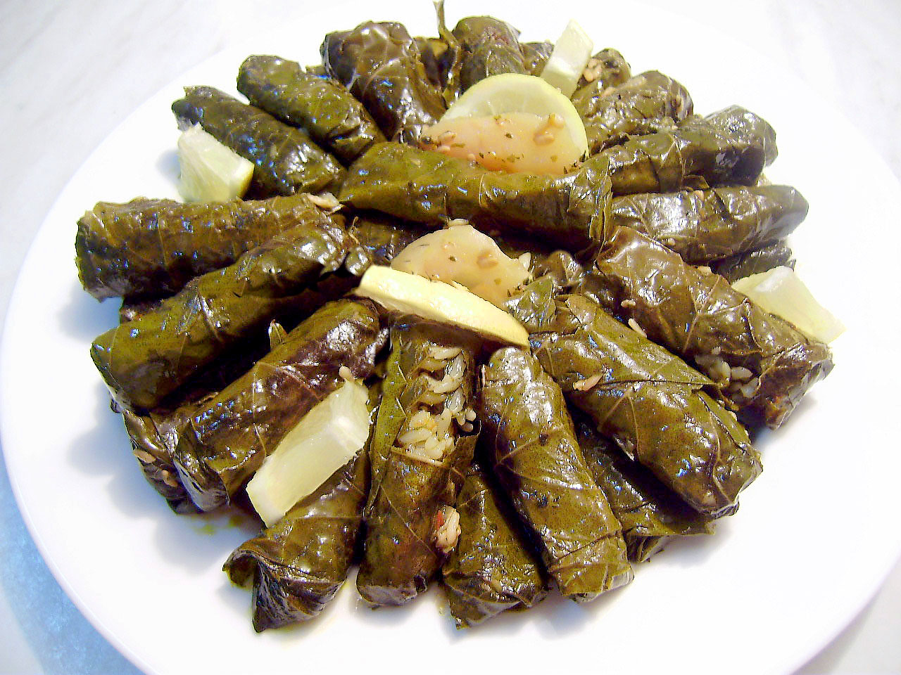 Waraa' 3inab (stuffed vine leaves)